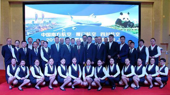 南方航空、廈門航空、四川航空在烏魯木齊聯合舉辦冬航季航線產品發布會。王麗娜 攝