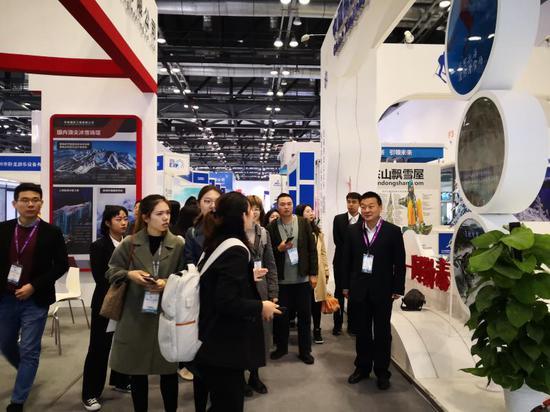 新疆阿勒泰在国际冬博会推介冰雪运动和冰雪旅游