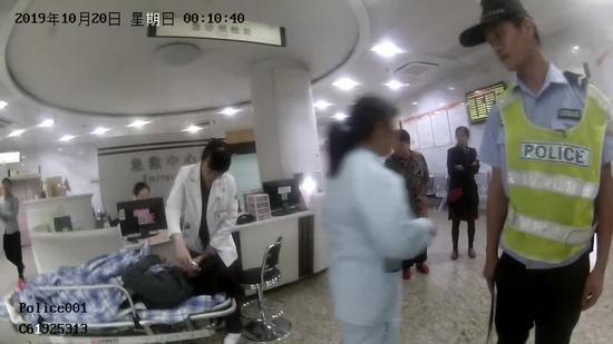 孕妇被成功送到医院。德清公安提供