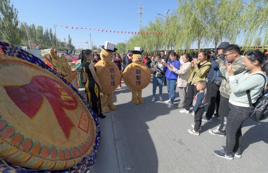 新疆尉犁第二届馕文化节开幕 文化为魂 开启寻馕之旅