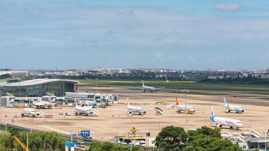 杭州机场。谭申捷 摄