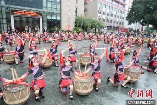 图为广西民族舞蹈展演 穆捷 摄