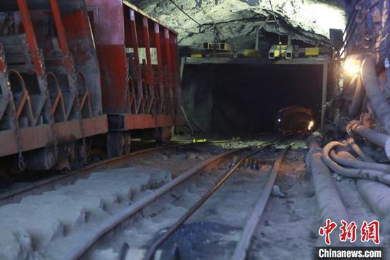 图为发生冒顶事故的南丹庆达惜缘矿业投资有限公司大坪村矿区锌银铅锑锡铜矿2号隆口。奎子清 摄