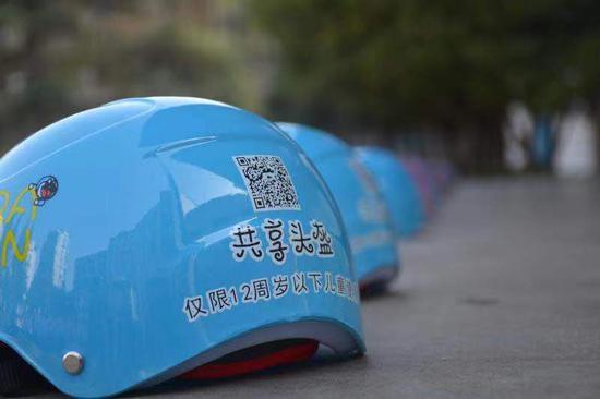 """浙江建德600顶""""共享头盔""""进校园。  舒新华 摄"""