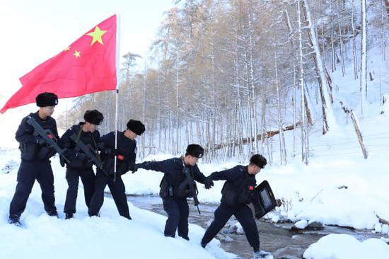 新疆青河:踏雪巡边保稳定