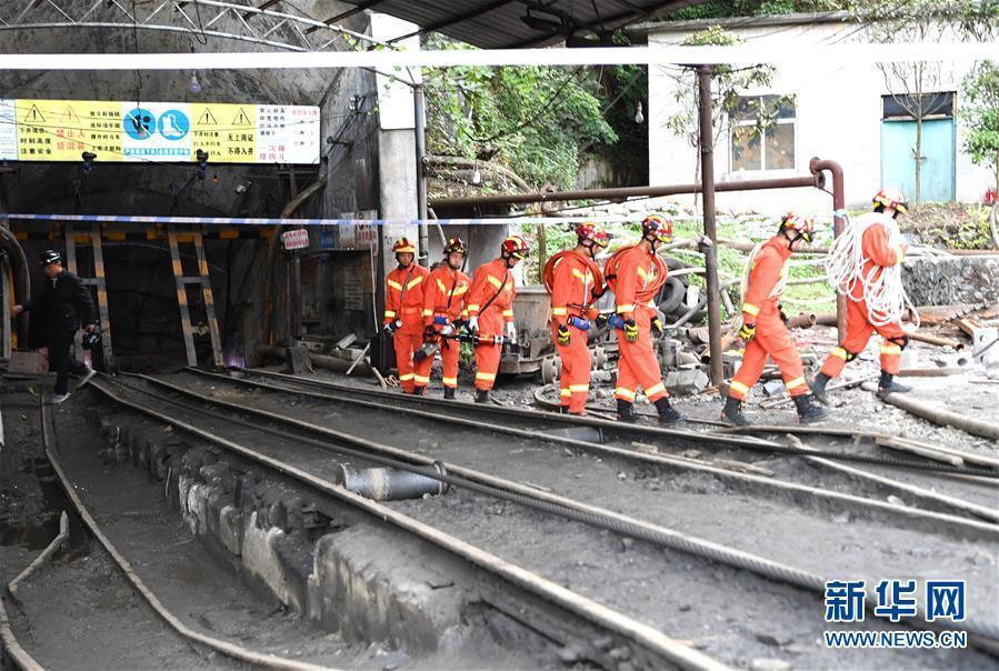 南丹一矿业公司冒顶事故初步核查有11人被困