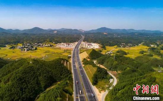 兰海高速南钦防改扩建工程建成通车 可满足日均10万辆车流通行需求