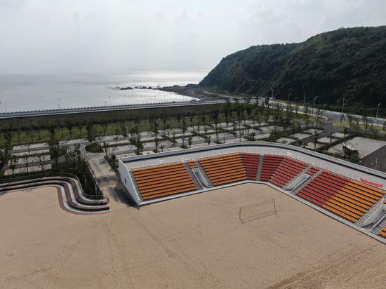 图为:沙滩足球场地航拍图。杨敏 摄