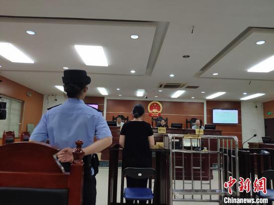 资料图:8月22日,柳州市城安徽快三9分区人民法院公开开庭审理此案。 林馨 摄