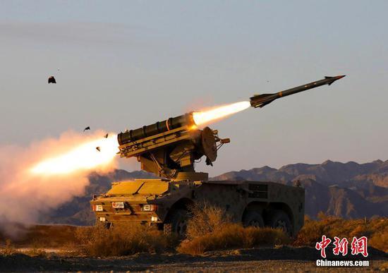 坦克、导弹等轮番上阵 新疆大漠戈壁多兵种接受考核