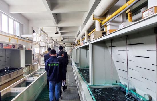 """""""环保管家""""为企业做体检 温州市生态环境局供图"""