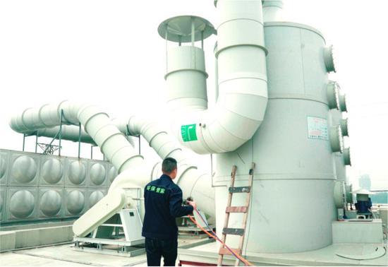"""""""环保管家""""处置企业废气塔环保问题隐患 温州市生态环境局供图"""