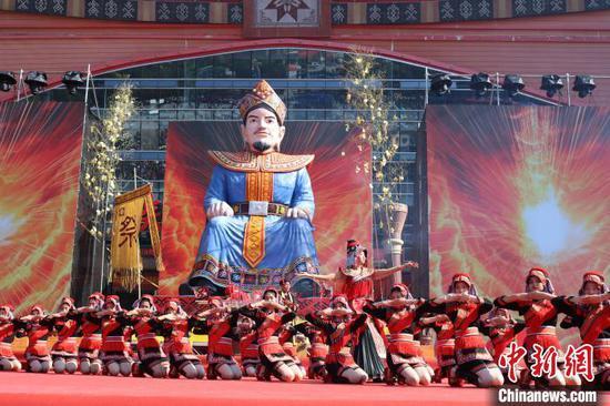 图为瑶族原生态歌舞表演。 陈秋霞 摄