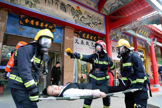 寧夏中衛:市民零距離體驗消防 學習消防安全知識