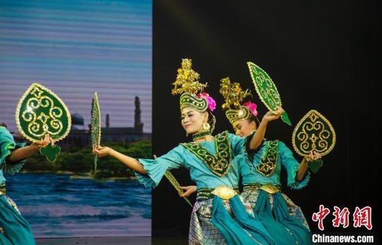 圖為馬來西亞彭亨宮廷舞蹈。據介紹,這種舞蹈源于古老的彭亨皇宮。 翟李強 攝