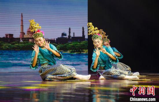 圖為馬來西亞彭亨宮廷舞蹈。 翟李強 攝