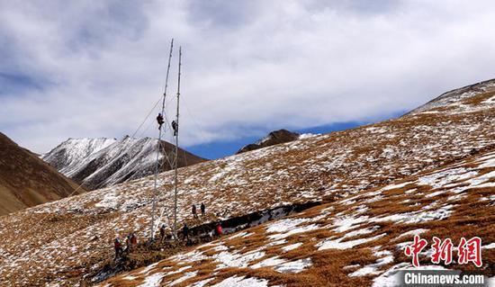 國網新疆電力助力帕米爾高原農牧民早日用上長明電