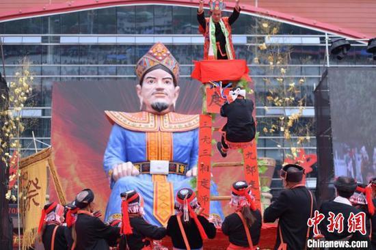 11月12日,广西金秀瑶族同胞庆祝盘王节。 盘斌 摄