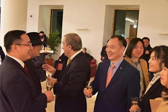 中國駐葡萄牙大使蔡潤先生會見浙江交響樂團團長郭義江等。由浙江交響樂團供圖