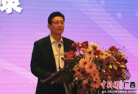 中共柳州市委书记郑俊康致辞。朱柳融 摄