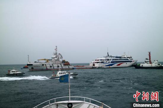 图为演习现场。北海海上搜救中心11家成员单位、17艘船艇、1架直升机、160余人参演。 善国乘 摄