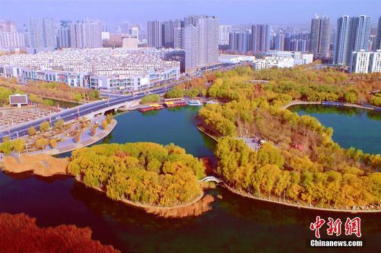 新疆库尔勒梨香湖初冬美景迷人