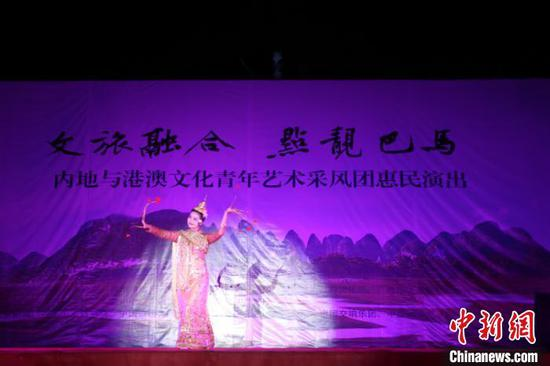 图为中国东方演艺集团有限公司翟娅琴表演泰国舞《祝福》。林浩 摄