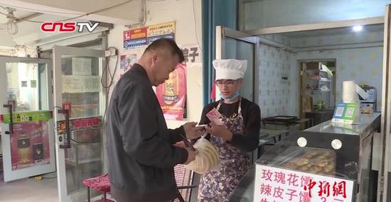 """新疆95后大学生:创新""""馕""""品圆梦创业路"""