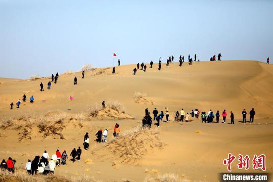博湖沙漠马拉松开赛:丰富四季游 打响沙漠旅游牌