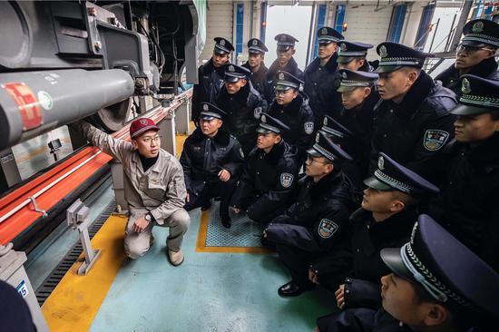 乌鲁木齐铁路新警实践学本领