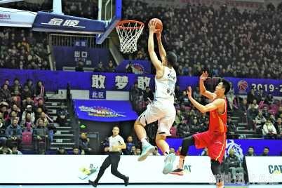 新疆伊力特队主场以120比100战胜八一南昌队