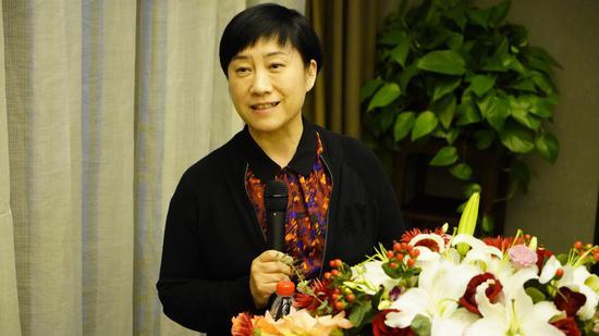 图为浙江医疗健康集团党委书记、董事长万玲玲现场发言。供图
