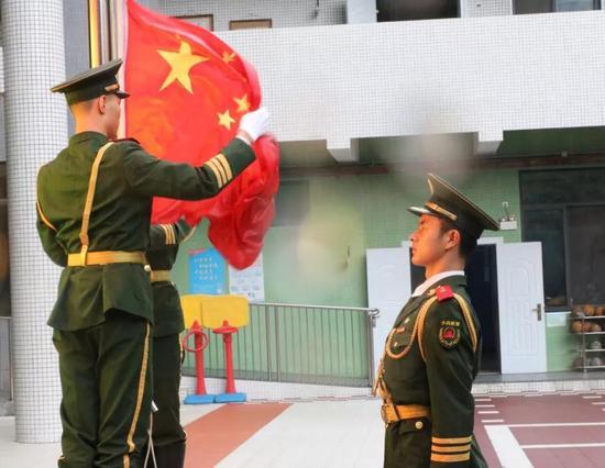 洪怀琥依然心系戎装,继续献力国防教育。韩海建提供