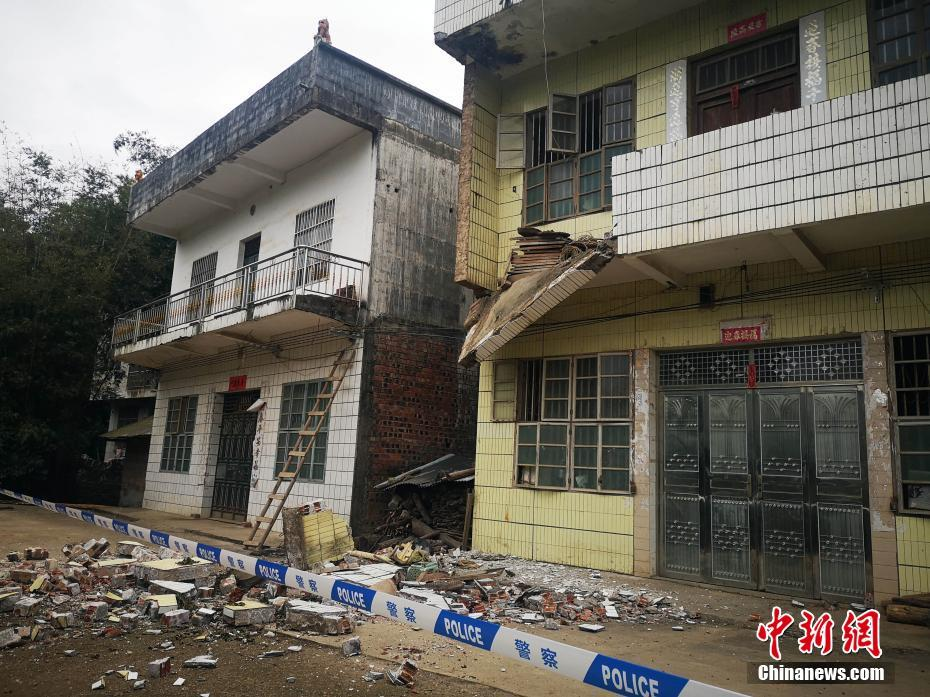 百色靖西发生4.3级地震 造成439户民房墙体开裂