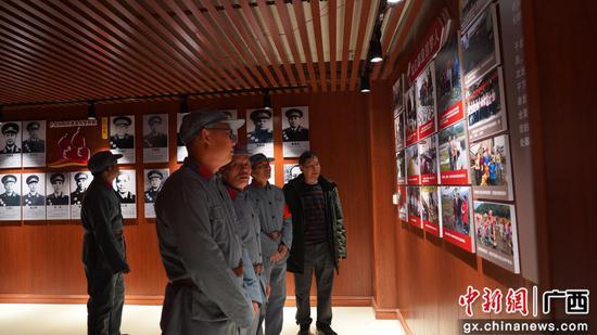 人们参观红七军革命纪念馆。刘怡威 摄