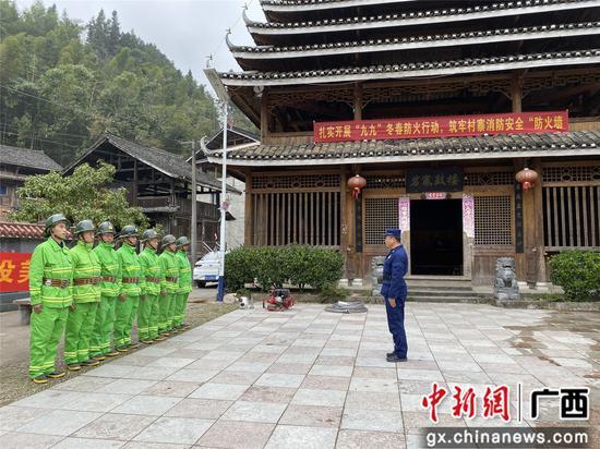 村寨志愿者开展演练。