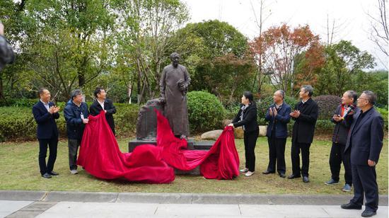 图为:项士元谢世六十周年纪念活动。 林成 摄