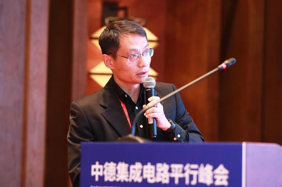 北京大学未名半导体校友会代表王秋涛发表演讲。 徐军供图