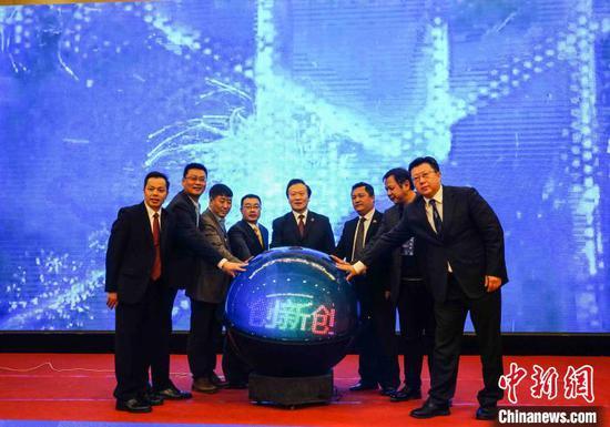 图为幸运28手机投注下分版,中国-东盟MBA创新创业合作委员会成立仪式。 唐梦宪 摄
