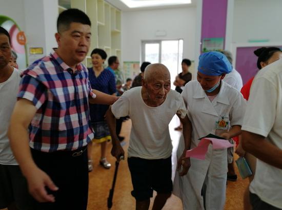 图为:接种疫苗 椒江区章安街道社区卫生服务中心供图