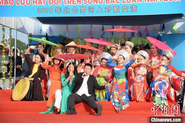 中越青年開展界河聯歡活動 共敘友誼