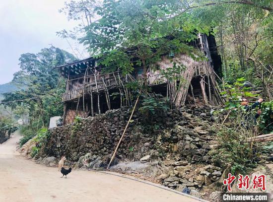 板兰村是广西大化县一个深度贫困村,2018年底,板兰村还有未脱贫人口262户1502人,贫困发生率63%。 魏晞 摄
