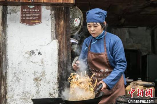 浙江游埠古镇迎高光时刻 上万摄友定格民俗