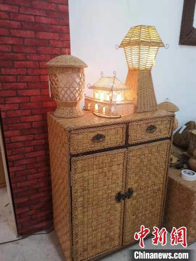 图为供应国外市场的博白县编织工艺产品。 张紫维 摄