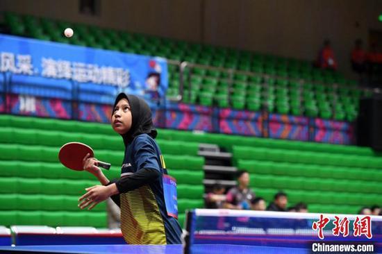 印尼选手在比赛中。 俞靖 摄