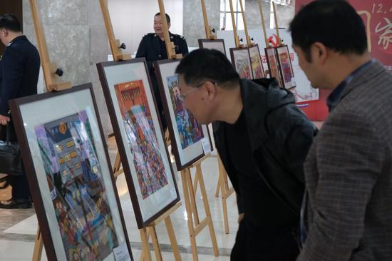展览吸引民众参观。供图