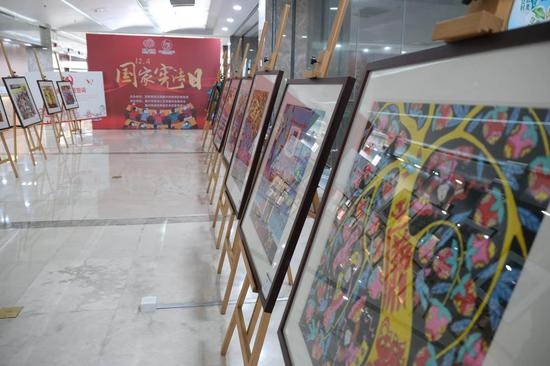"""秀洲区""""税法宣传""""农民画作品展览。供图"""