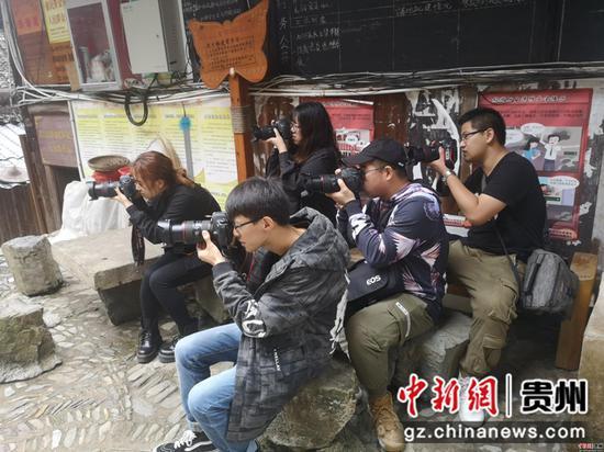 10月12日-22日,哈尔滨师范大学传媒学院2017级影像艺术系学生在郎德进行专业实习。