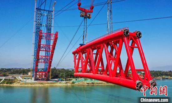 图为建设中的广西平南三桥。平南三桥项目供图