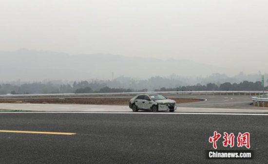 图为车辆正在试验场测试。刘相琳 摄